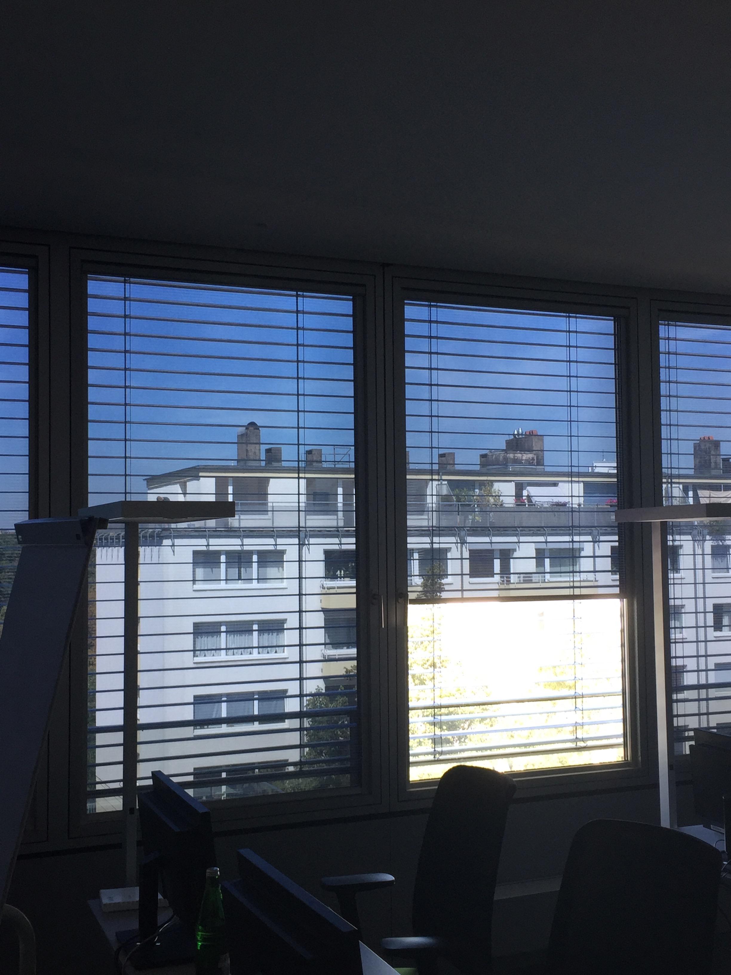 Multirollo® - Düsseldorf - Aussenjalousien und Sonnenschutz - Folienrollo innen