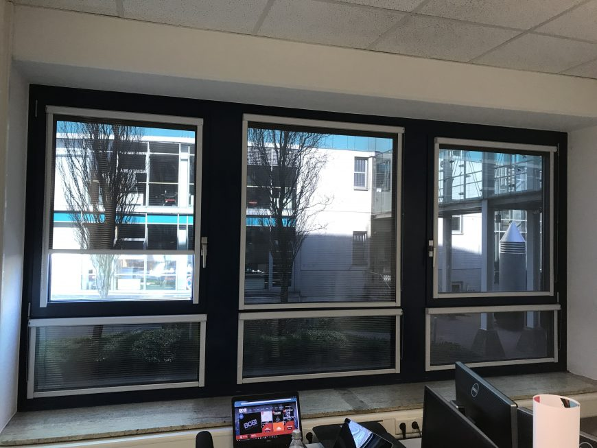 Der richtige innenliegende Fenster Sonnenschutz inkl. Blendschutz und Wärmeschutz